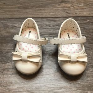 Toddler dress shoes size 2 white